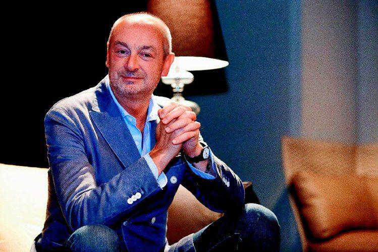 Piero Lissoni屬於多方位的全才型設計師,1986年成立Lissoni...