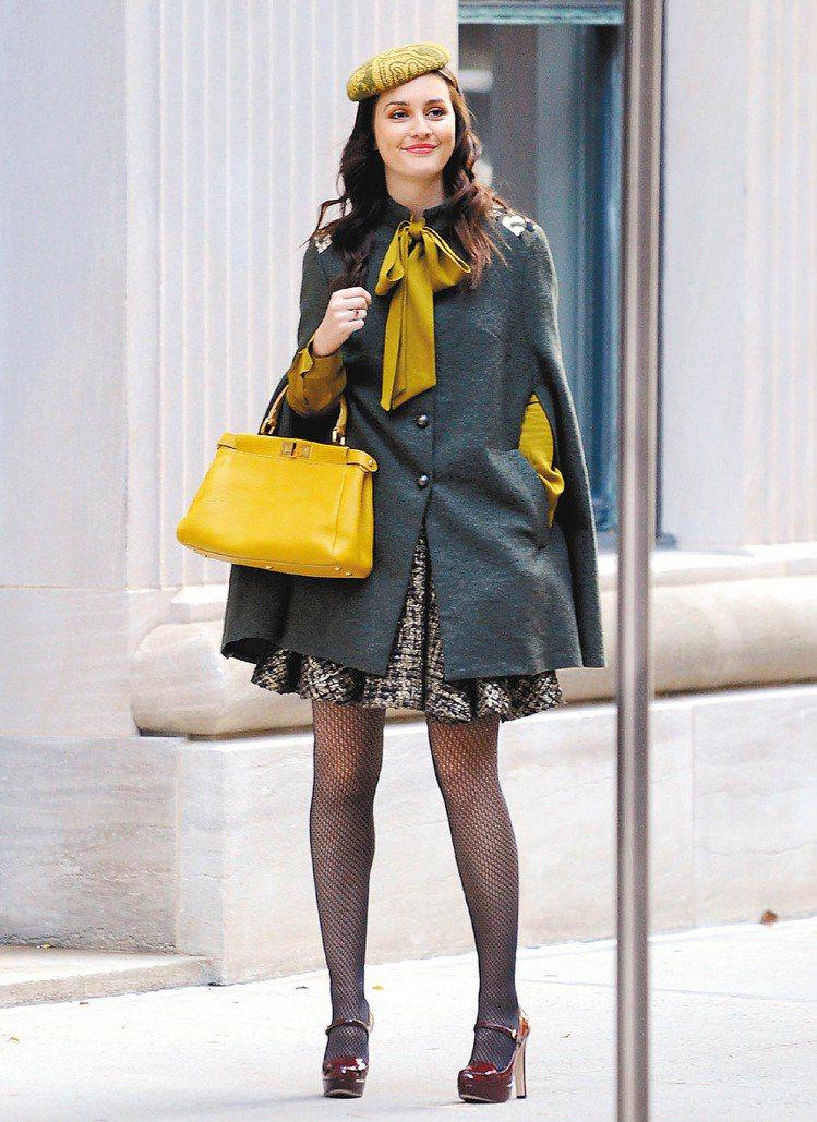「花邊教主」女主角莉頓梅斯特穿FENDI早春新裝,裙子超短,預告今年景氣。圖/達...