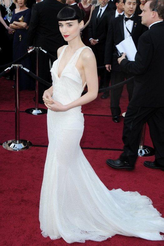 魯妮瑪拉選擇了GIVENCHY,以一件雪白禮服襯托出她的高雅氣質。圖/達志影像