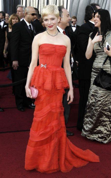 蜜雪兒威廉斯像個可愛的公主般,一身紅色LV平口禮服讓她成為全場焦點。圖/美聯社