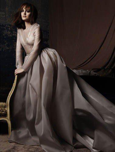 萊頓明斯特在《花邊教主》中飾演Blair Waldorf,成功詮釋紐約上東城的一...