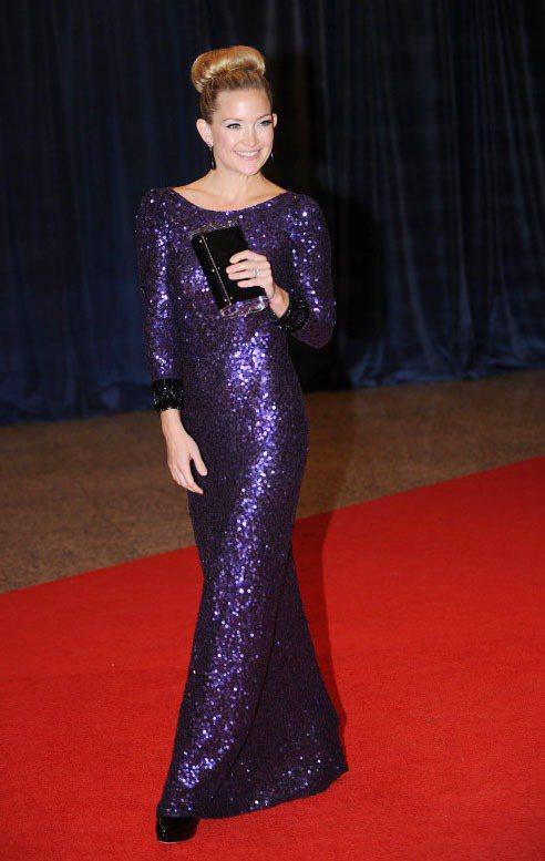 凱特哈德森穿上紫色亮片緊身禮服大秀產後復出的好身材。圖/達志影像