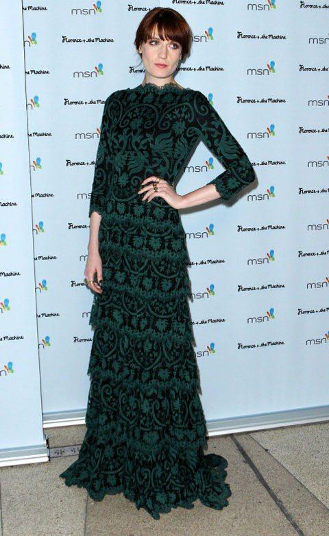 Florence Welch看似多變,但其實各種造型都能看出一個統一的元素,那就...