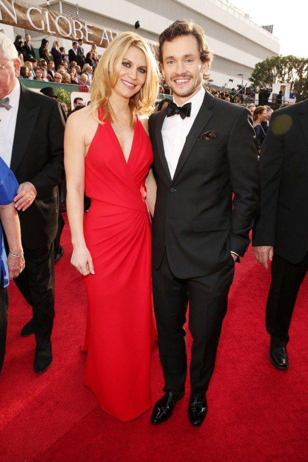 休丹希穿著BURBERRY西裝與老婆克萊兒丹妮絲一同出席金球獎。圖/BURBER...