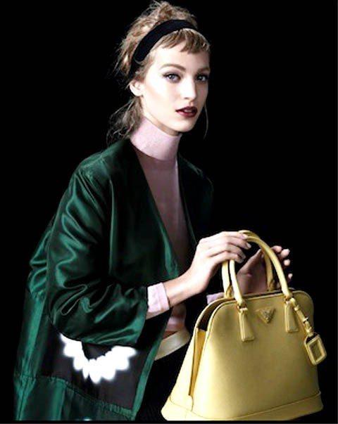 連續登上義大利及日本VOGUE雜誌封面的焦點新模Vanessa Axente,也...