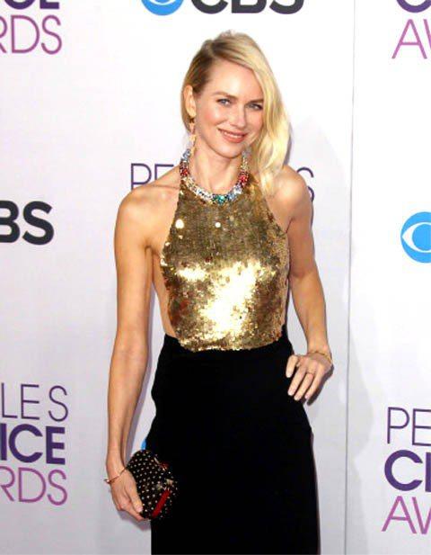 娜歐蜜華茲穿Alexander McQueen禮服出席全美觀眾票選獎,華麗霸氣。...