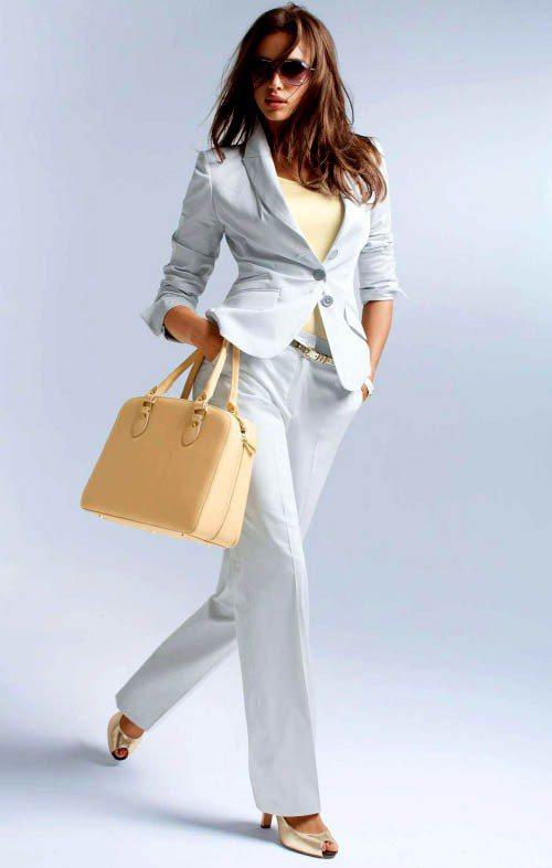 葡萄牙足球球星C羅的名模女友伊蓮娜為德國時裝品牌Madeleine春夏系列代言。...