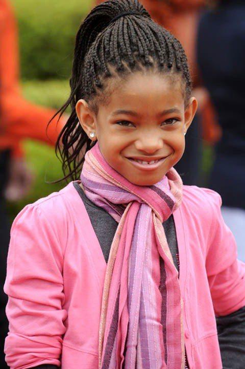 2011年推出單曲Whip My Hair的Willow喜歡綁著密密麻麻的黑人辮...