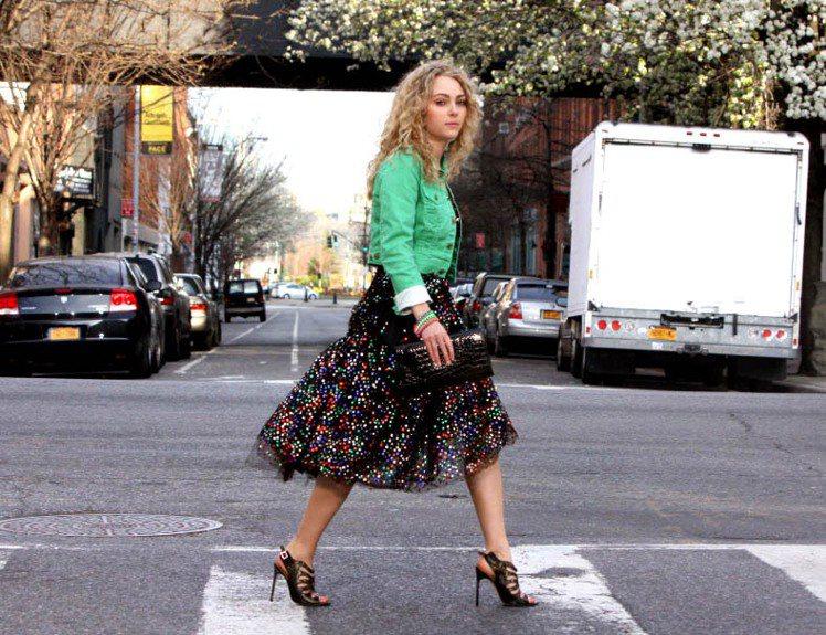 安娜蘇菲亞羅勃在眾多女星中脫穎而出,扮演全球女人最羨慕的時尚指標--凱莉。圖/達...