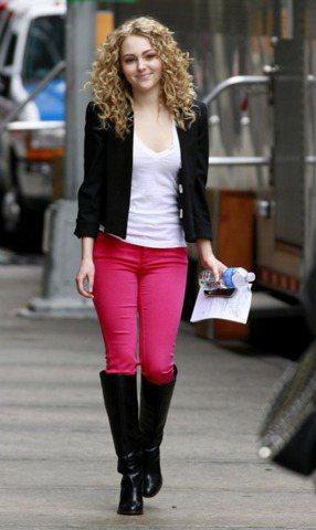《花邊教主》服裝造型師Eric Daman為安娜蘇菲亞羅勃打理《凱莉日記》裡一套...