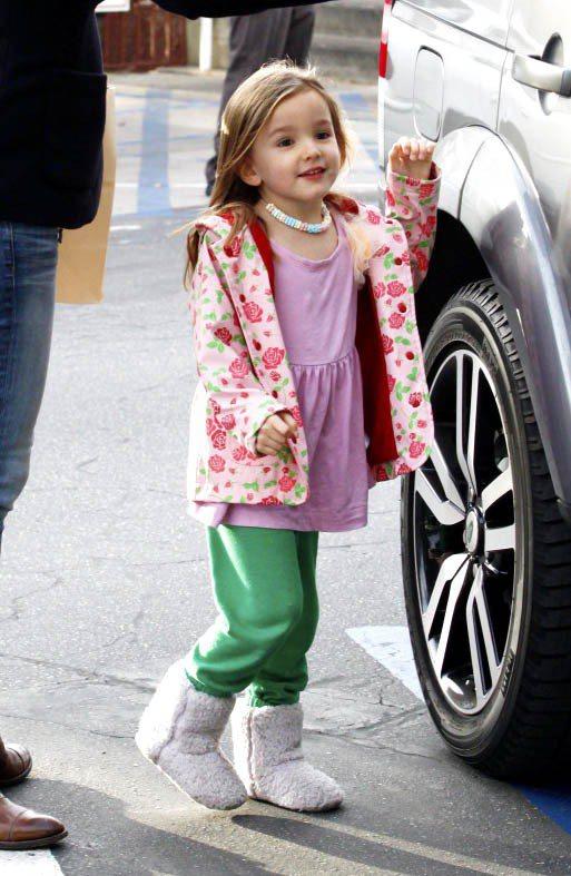 班艾佛列克和珍妮佛嘉納的五歲小女兒Seraphina的穿衣風格非常天馬行空,充滿...