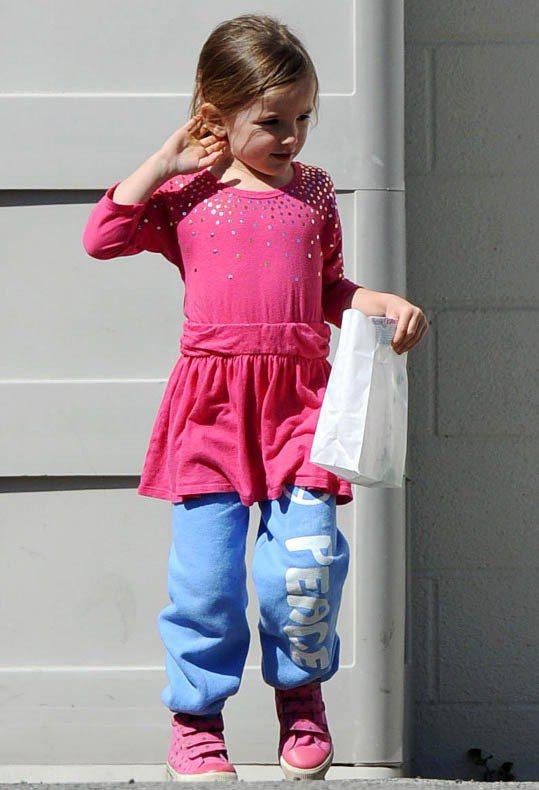 Seraphina超愛這件粉藍色棉褲。圖/達志影像