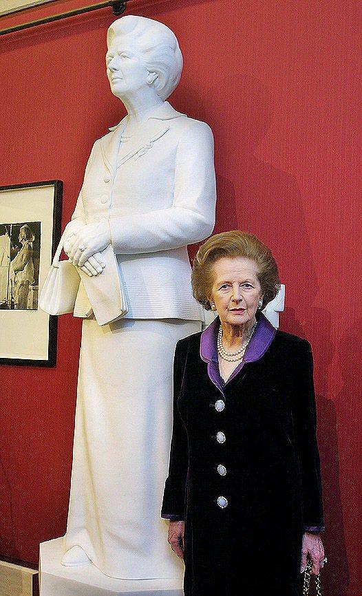 柴契爾夫人一方面要維持堅強、無所畏懼的形象,一方面也希望顧到得體優雅的時尚風格。...