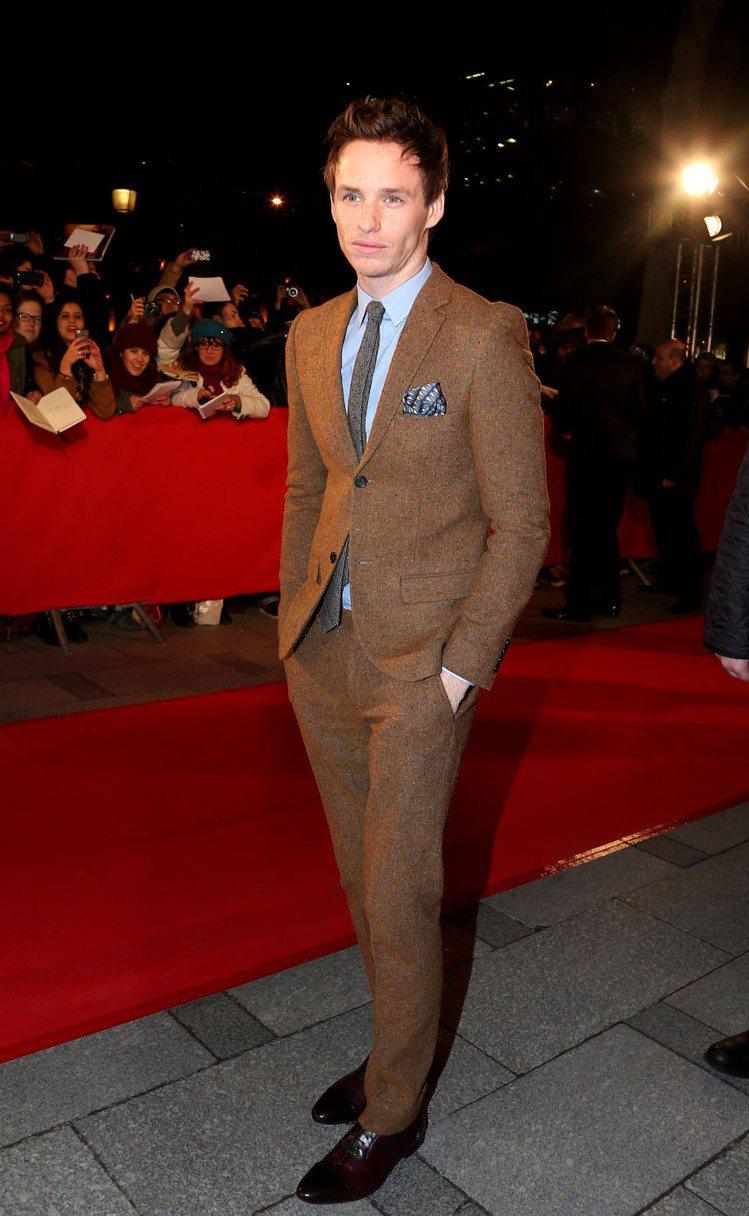 綜觀 Eddie Redmayne 過去在紅毯上的穿著,他的西裝造型還算滿多變的...