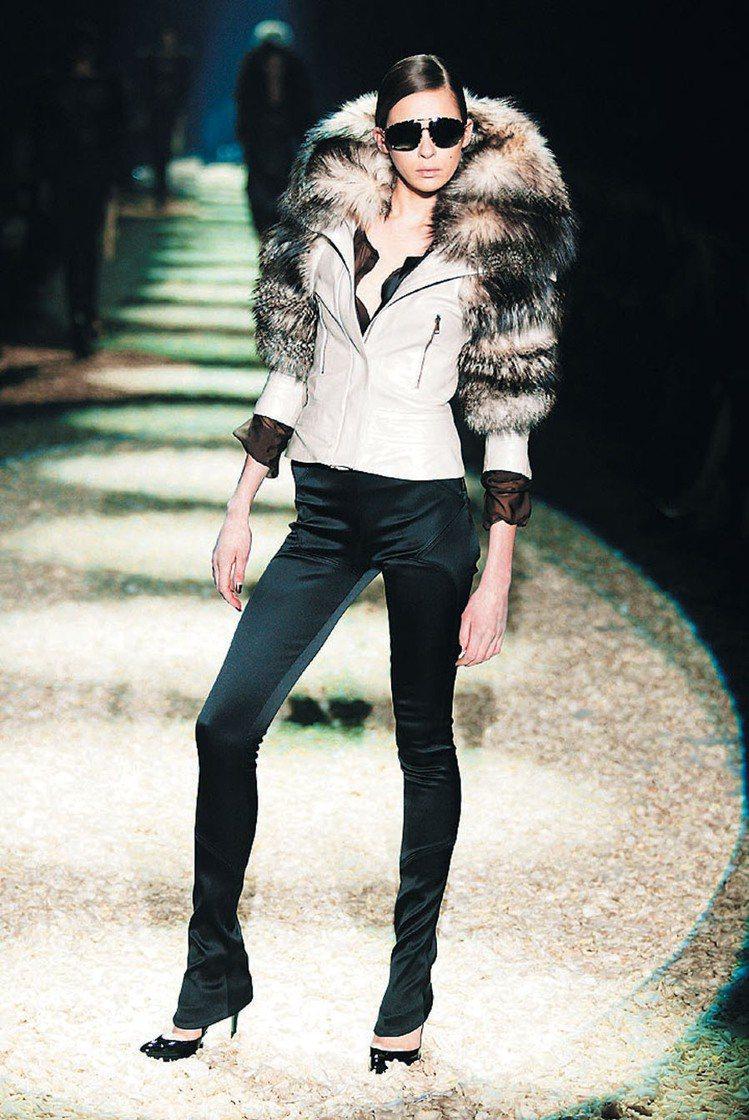 Tom Ford設計的GUCCI女裝風格高貴典雅,深受時尚人士的喜愛。圖/GUC...