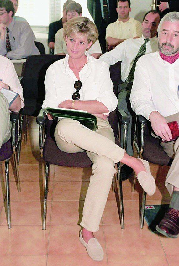 黛安娜王妃生前最愛穿TOD'S的豆豆鞋。圖/迪生提供
