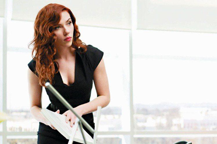 史嘉莉喬韓森在《鋼鐵人2》中的黑寡婦造型超性感。圖/UIP提供