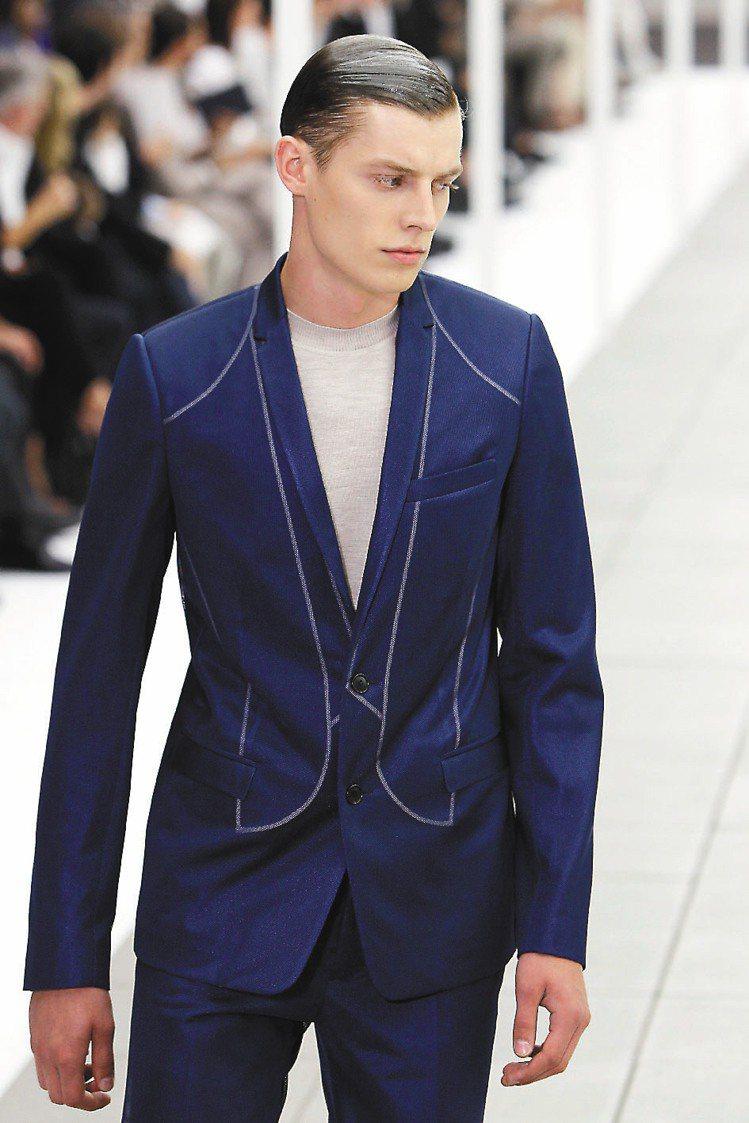 時尚圈再度掀起了西裝頭風潮。圖為Dior Homme春夏男裝秀。圖/美聯社