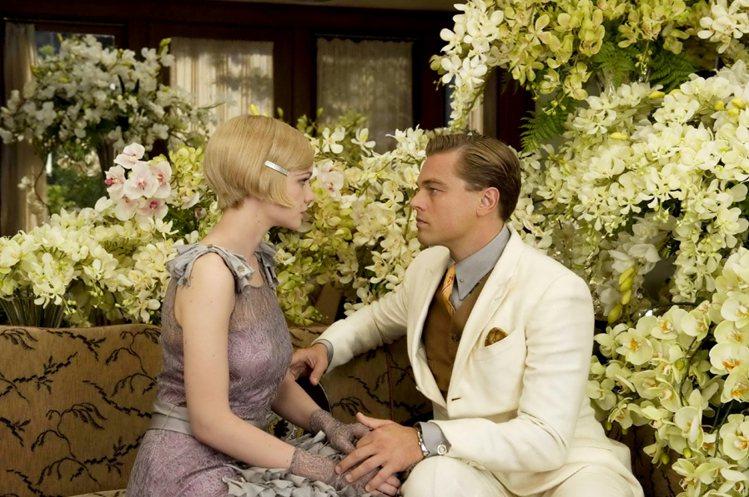 李奧納多在新片《大亨小傳》中飾演的神秘富豪 Gatsby 梳著整齊的西裝頭,華服...