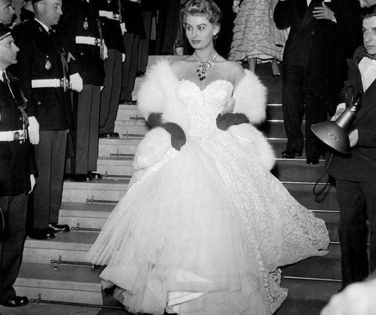 蘇菲亞羅蘭參加第八屆坎城影展,在當時也幾乎是出鏡率最高的女明星。圖;文/美麗佳人...