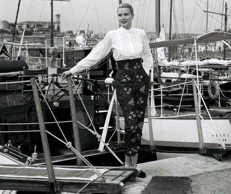 1955年,葛莉絲凱莉參加坎城影展賽事期間,巧遇了摩納哥大公蘭尼埃三世,兩人於是...