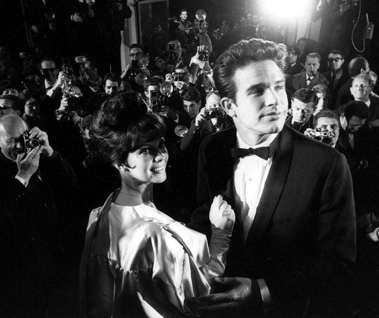喜愛老片的影迷們絕對不會忘記娜妲麗華與華倫比提這對在影史上十分經典的螢幕情侶,兩...