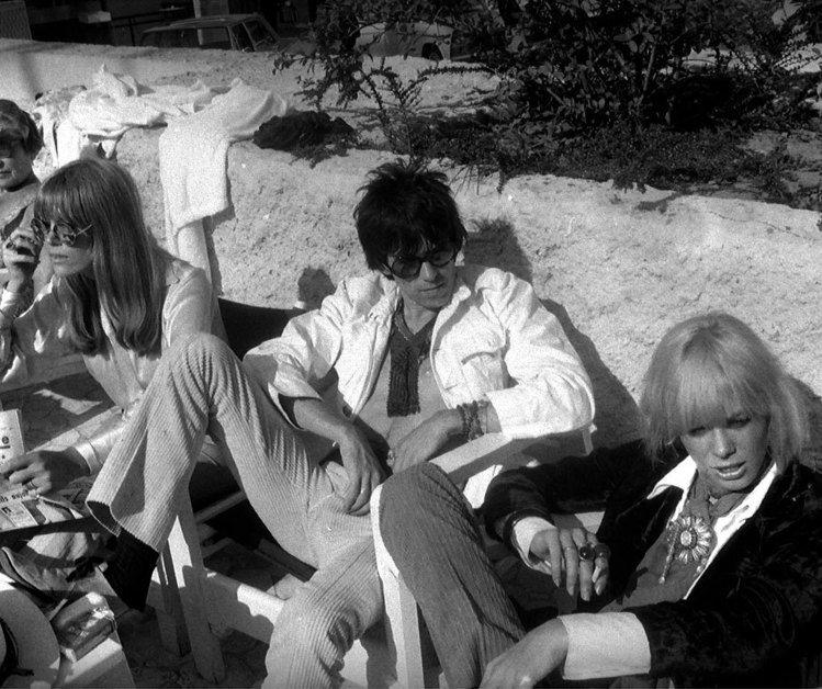 早在1960年代,紅極一時的時尚偶像安妮塔帕里博格與傳奇樂團 the Rolli...