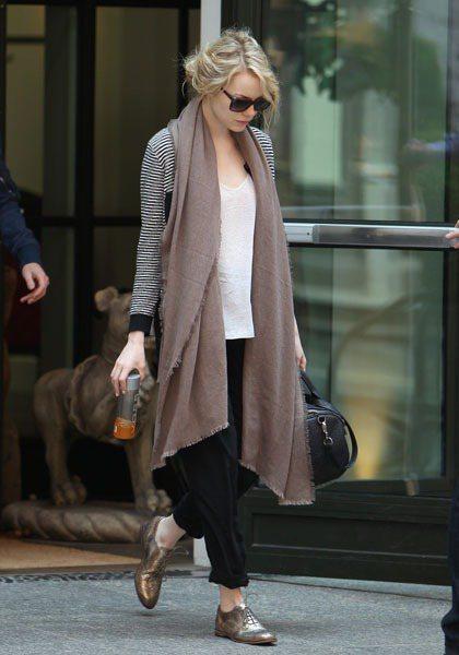 艾瑪史東不管是私服或是紅毯著裝都有一定水準,經常登上最時尚女星排行榜。圖/達志影...