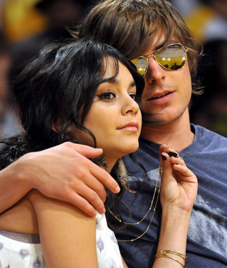 2005年,柴克艾弗隆和凡妮莎哈金斯合作電影《歌舞青春》而相戀,兩人談了五年的戀...