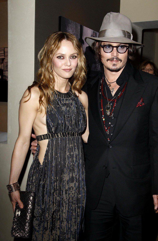 2012年才結束了14年戀情的強尼戴普與凡妮莎巴哈迪,是在1997年拍攝《鬼上門...