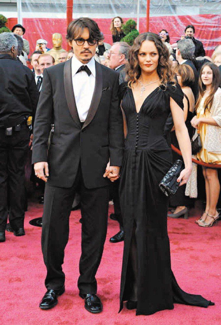 強尼戴普與凡妮莎巴哈迪兩人育有女兒Lily Rose Depp和兒子Jack D...
