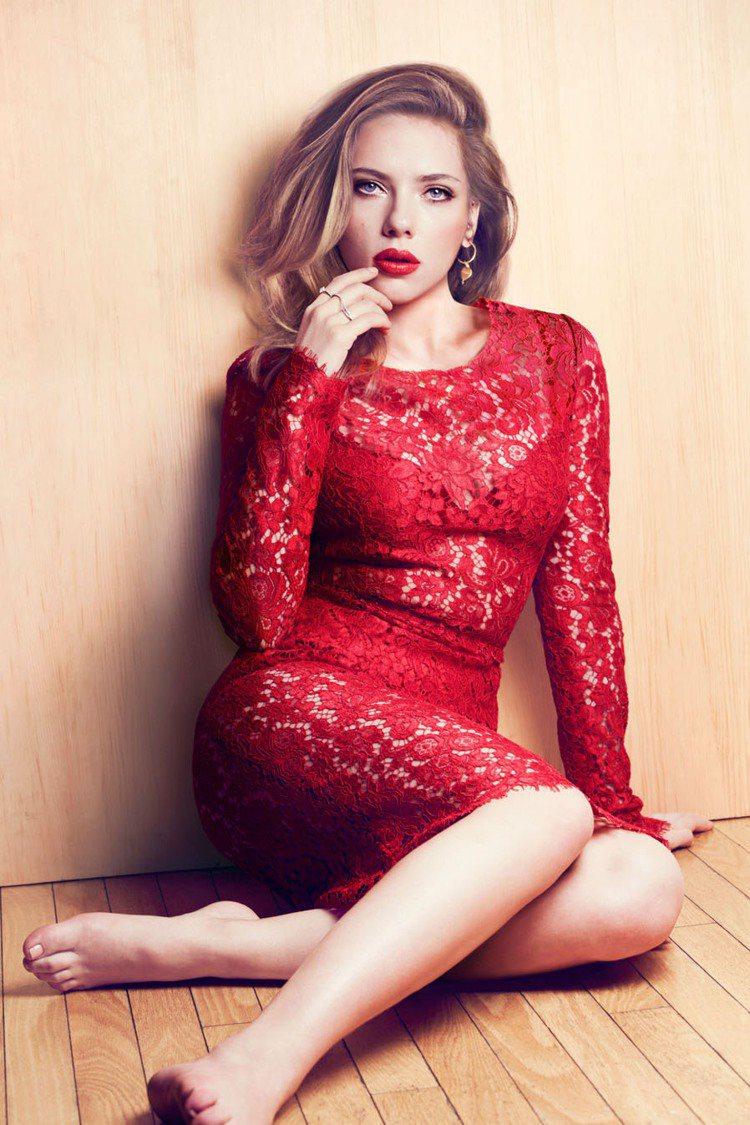 擁有魔鬼身材的史嘉莉喬韓森,常被比喻為現代版的瑪麗蓮夢露,近日她登上美麗佳人(M...