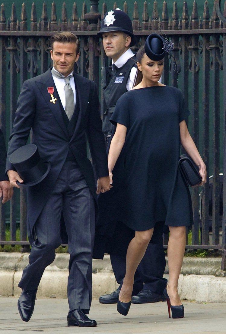 維多利亞貝克漢連懷孕也要穿高跟鞋,她最愛紅底鞋王Christian Loubou...