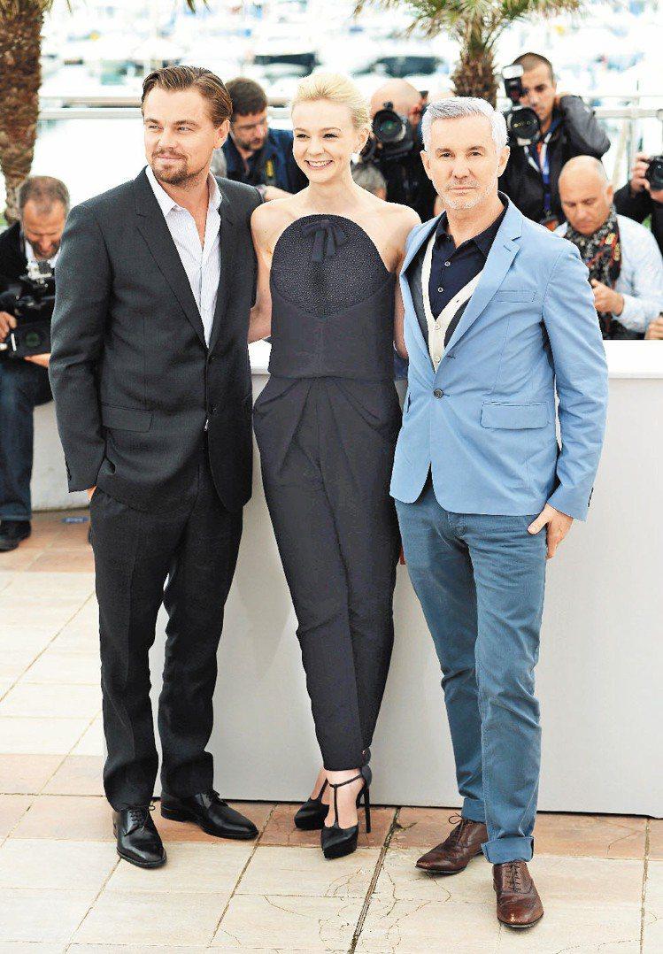 凱莉墨里根(中)在新戲中與賈斯汀扮夫妻,戲外也心有靈犀,先後穿上Balencia...