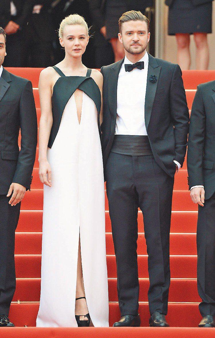 賈斯汀(右)與凱莉墨里根(左)同台,賈斯汀穿上Balenciaga男裝展現帥氣。...