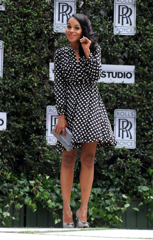 穿上圓點洋裝的凱莉華盛頓復古俏皮。圖/達志影像