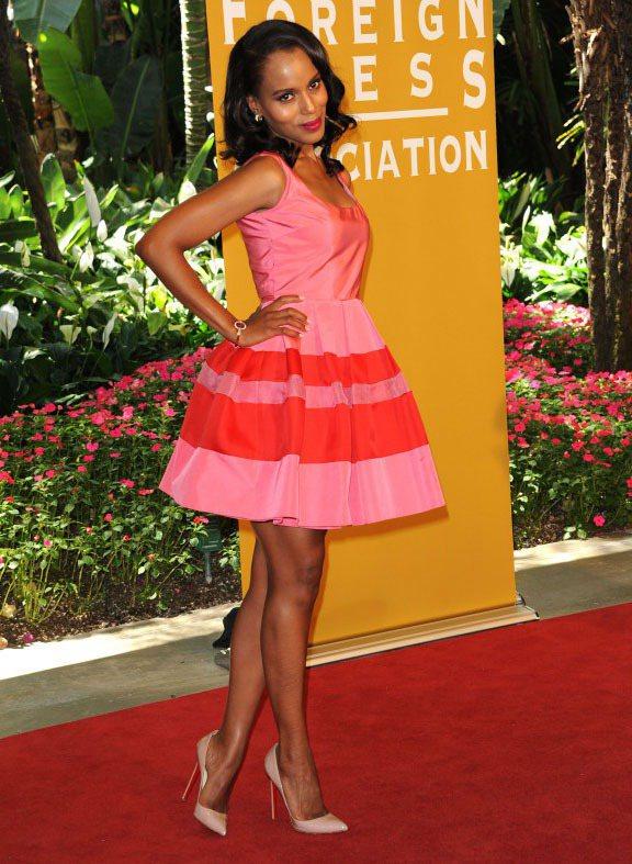 凱莉華盛頓很常選穿小洋裝,秀出美腿和玲瓏曲線。圖/達志影像