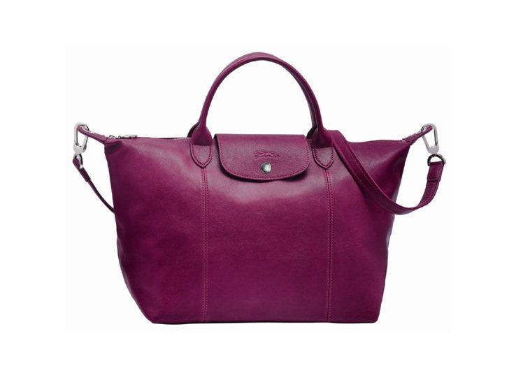 Longchamp小羊皮摺疊包 2013 秋季新色,紫紅色。圖/Longcham...