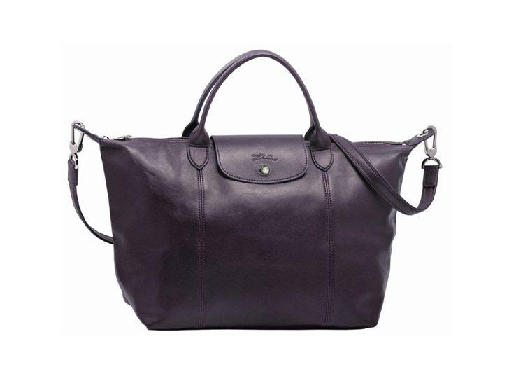 Longchamp小羊皮摺疊包 2013 秋季新色,覆盆子色。圖/Longcha...