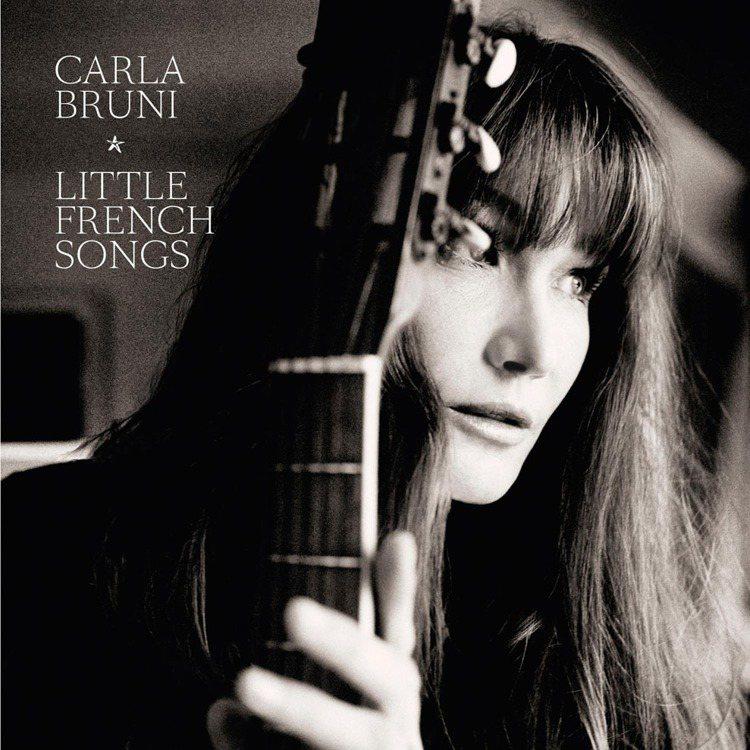 卡拉布妮在第四張創作專輯「微醺法國 Little French Songs」中還...