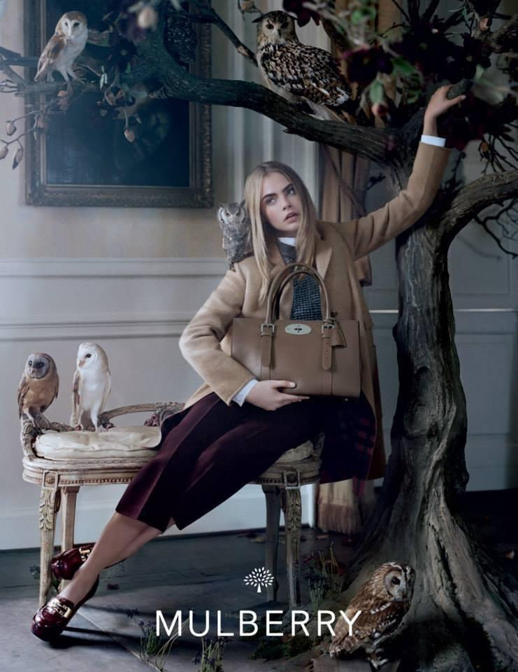Cara Delevingne奪下英國品牌Mulberry的代言,成為本季曝光度...