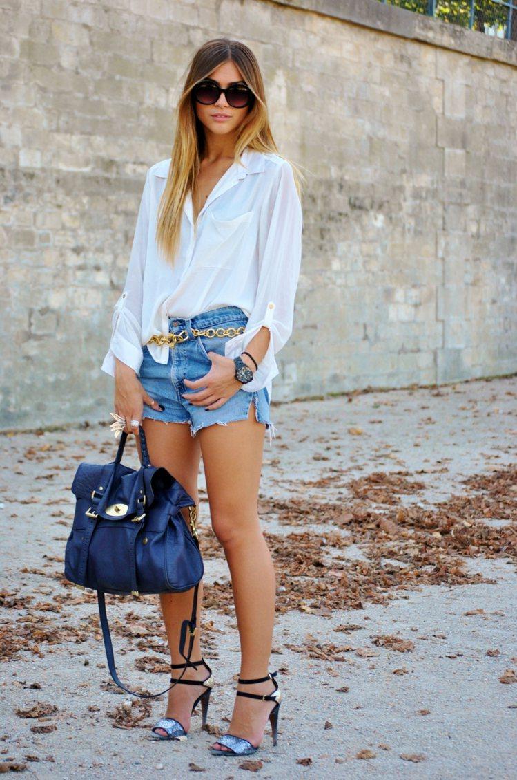 藍與白搭配的美麗在此不用再贅述,如果全身的行頭配件同時都選了藍色,比方說下半身褲...