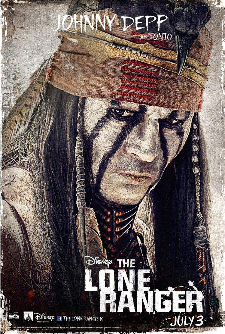 強尼戴普在新片《獨行俠》中依然不改愛玩的本色,塗上白臉扮印地安人,和艾米漢默一同...