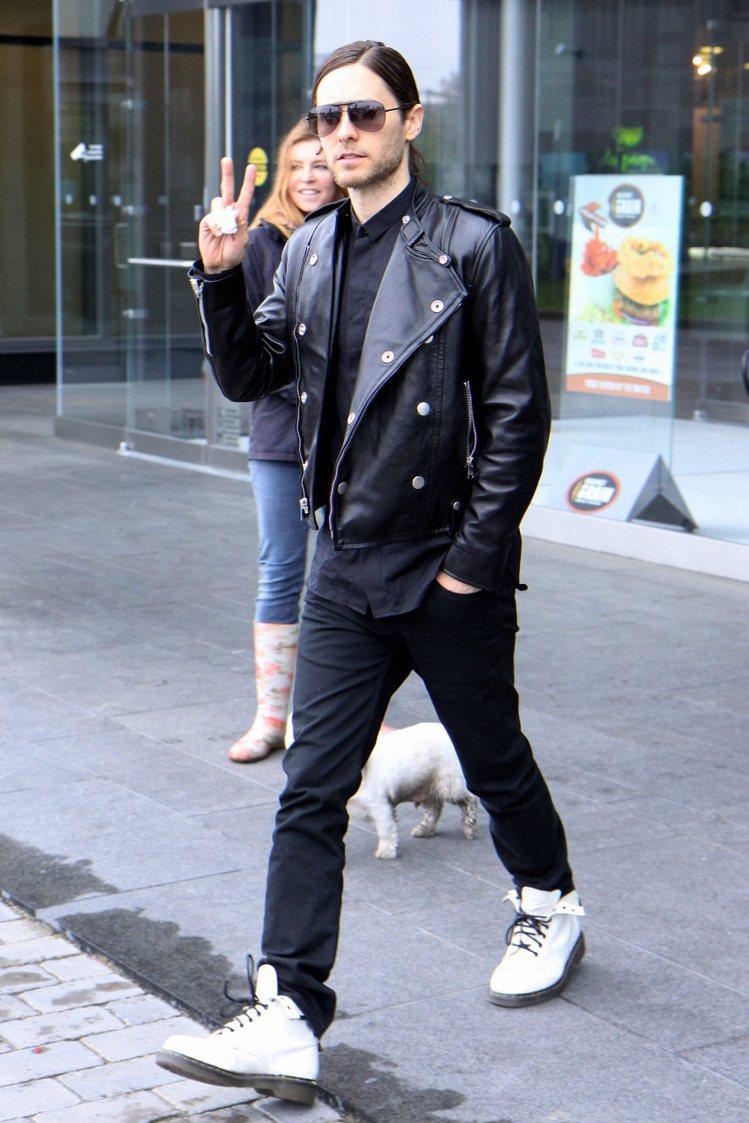 傑瑞德雷托本身很有一套自己的穿衣學,雖然他出席公開場合的搞怪穿衣法讓他曾在201...