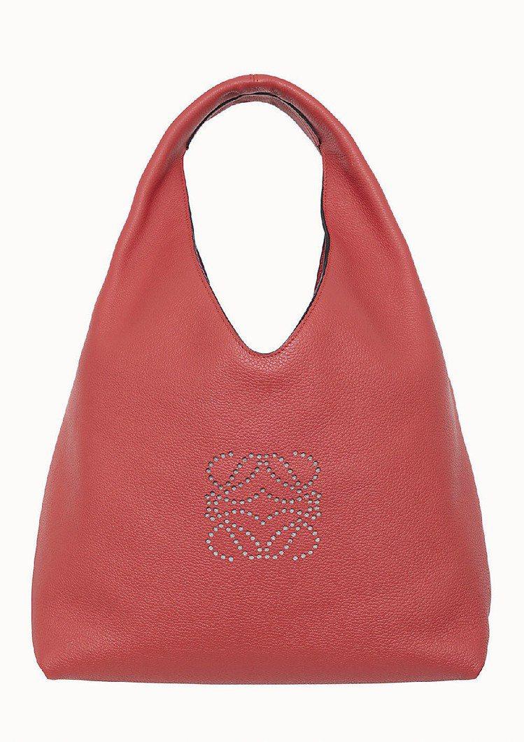 LOEWE珊瑚紅牛皮 Dunas手袋、53,000元。圖/LOEWE提供