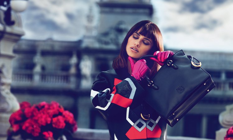 LOEWE秋冬廣告邀請西班牙女星潘妮洛普代言。圖/LOEWE提供