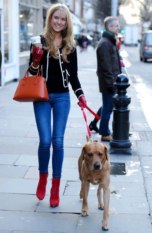 Kimberley Garner用紅色系巧搭出的亮眼細節有種精品畫冊中漫步街頭的...