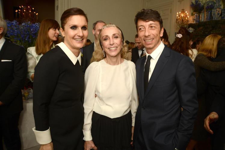 Franca Sozzani (中)擔任義版VOGUE總編輯的25年間,帶給時尚...