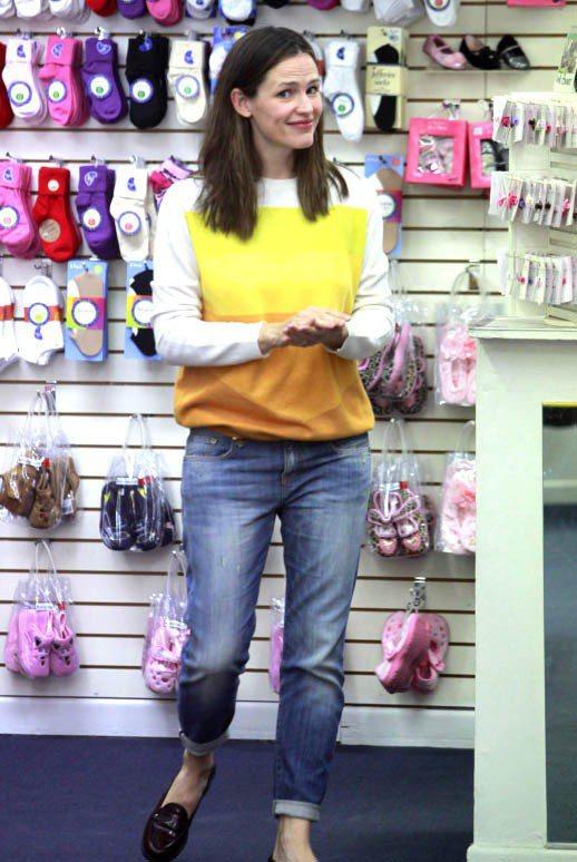 曾在《三十姑娘一朵花》(13 Going on 30)裡飾演時尚編輯的珍妮佛嘉納...