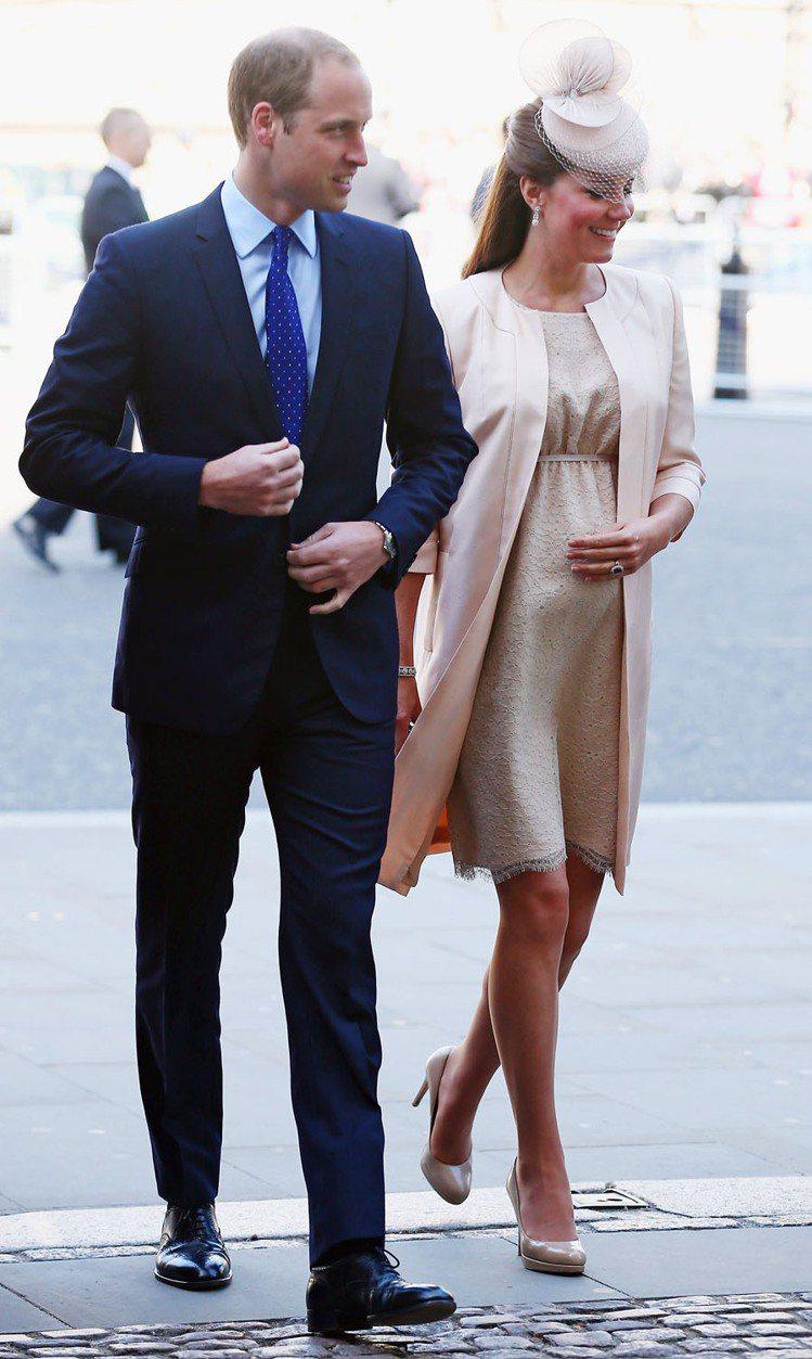 凱特獲「浮華世界(VANITY FAIR)」選為最會穿衣的孕婦。圖/法新社